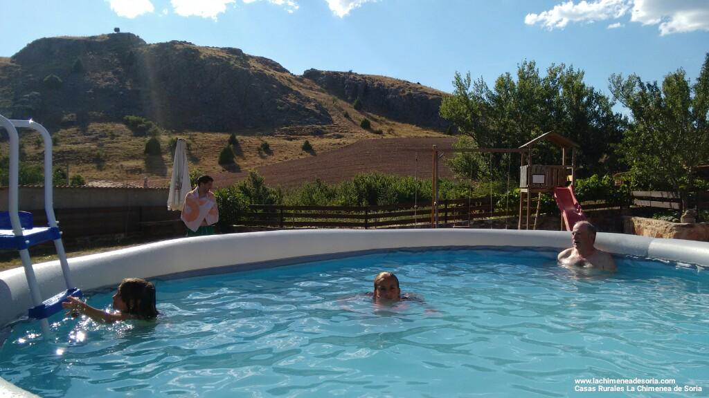 La finca la piscina y los merenderos casa rural en el for Canon piscina