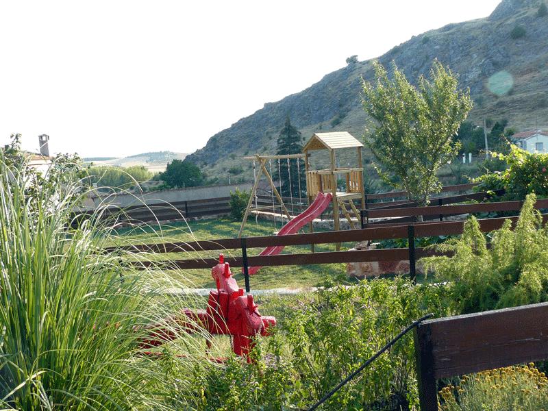 casa rural la chimenea de soria jardín
