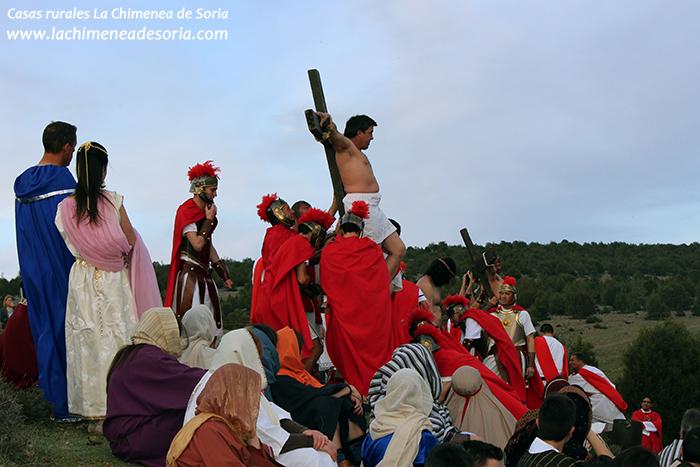 via crucis en arauzo de miel 2015 ladron crucificado
