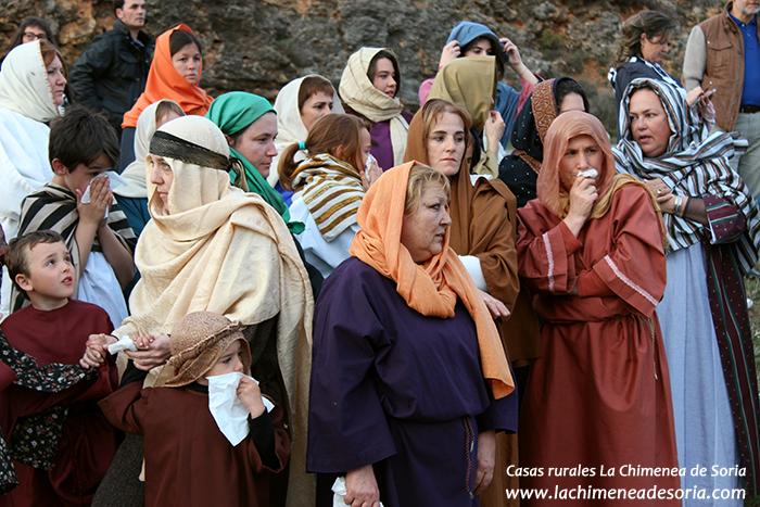 via crucis en arauzo de miel 2015 mujeres