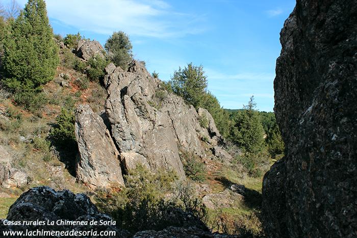 arroyo río espeja rocas