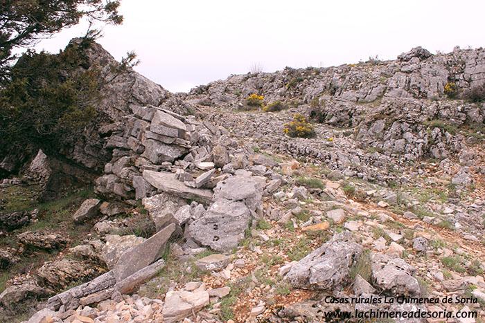 antiguo muro para sostener la senda