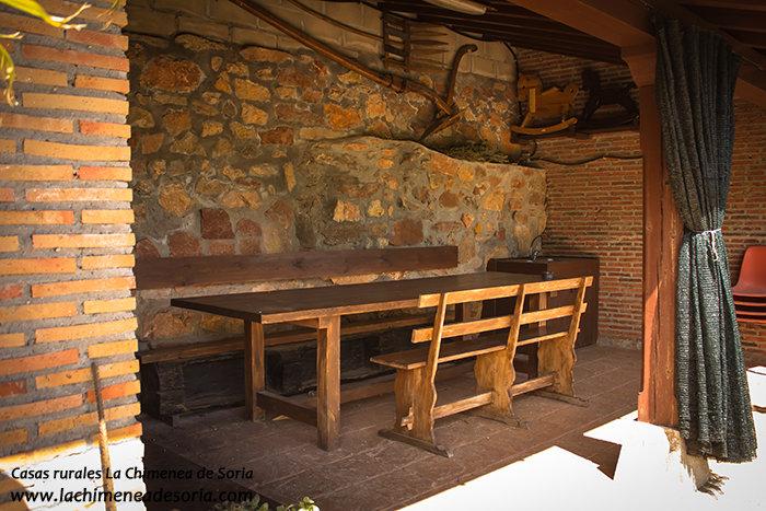 Casa Rural La Chimenea de Soria merendero