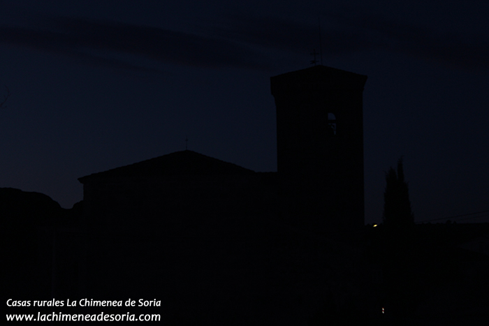 iglesia espeja noche